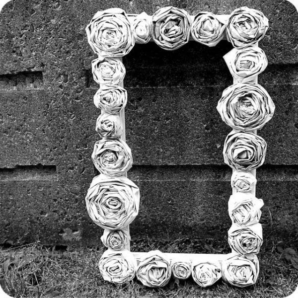 Роза из газеты своими руками фото