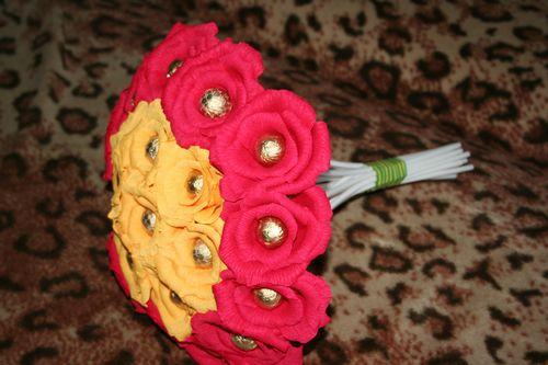 Цветы для букета из конфет из гофрированной бумаги