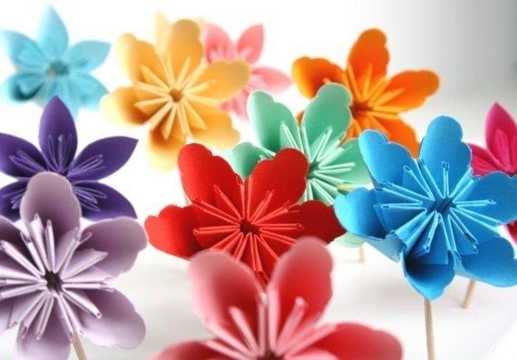 Цветок из цветной бумаги своими руками фото